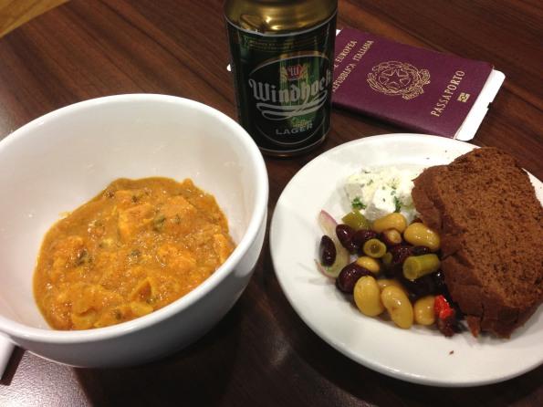 Chicken curry, bean salad, et alia