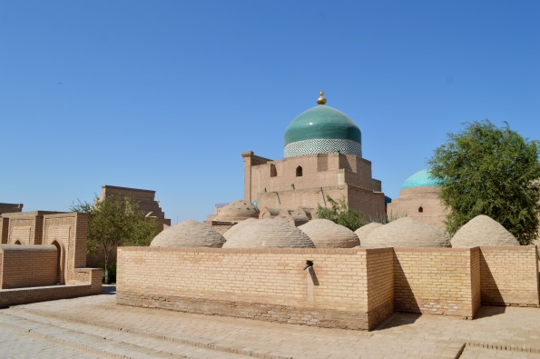 Pahlawan Mahmud Mausoleum