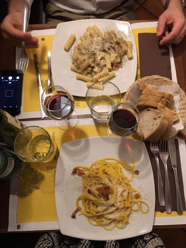 La Carbonara - spaghetti alla carbonara vs Rigatoni alla gricia
