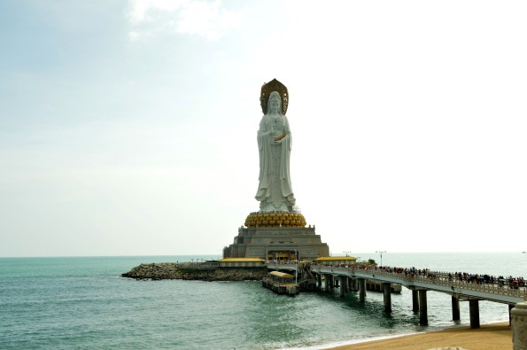 Closer to the statue of Guanyin
